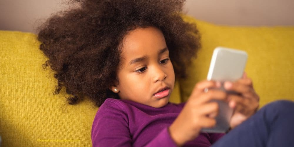 Kinder sind von Handy und Tablet fasziniert